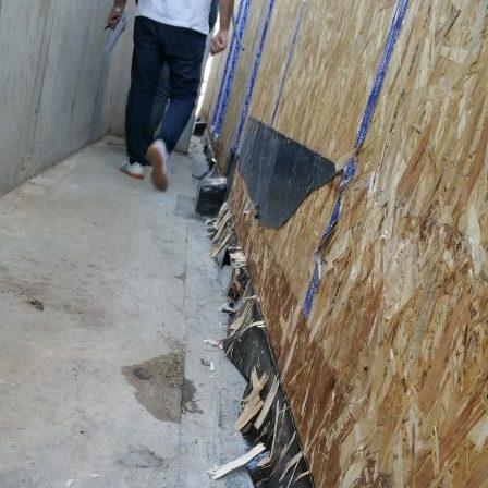 durability_platform_frame_rotten_wall_timber_9
